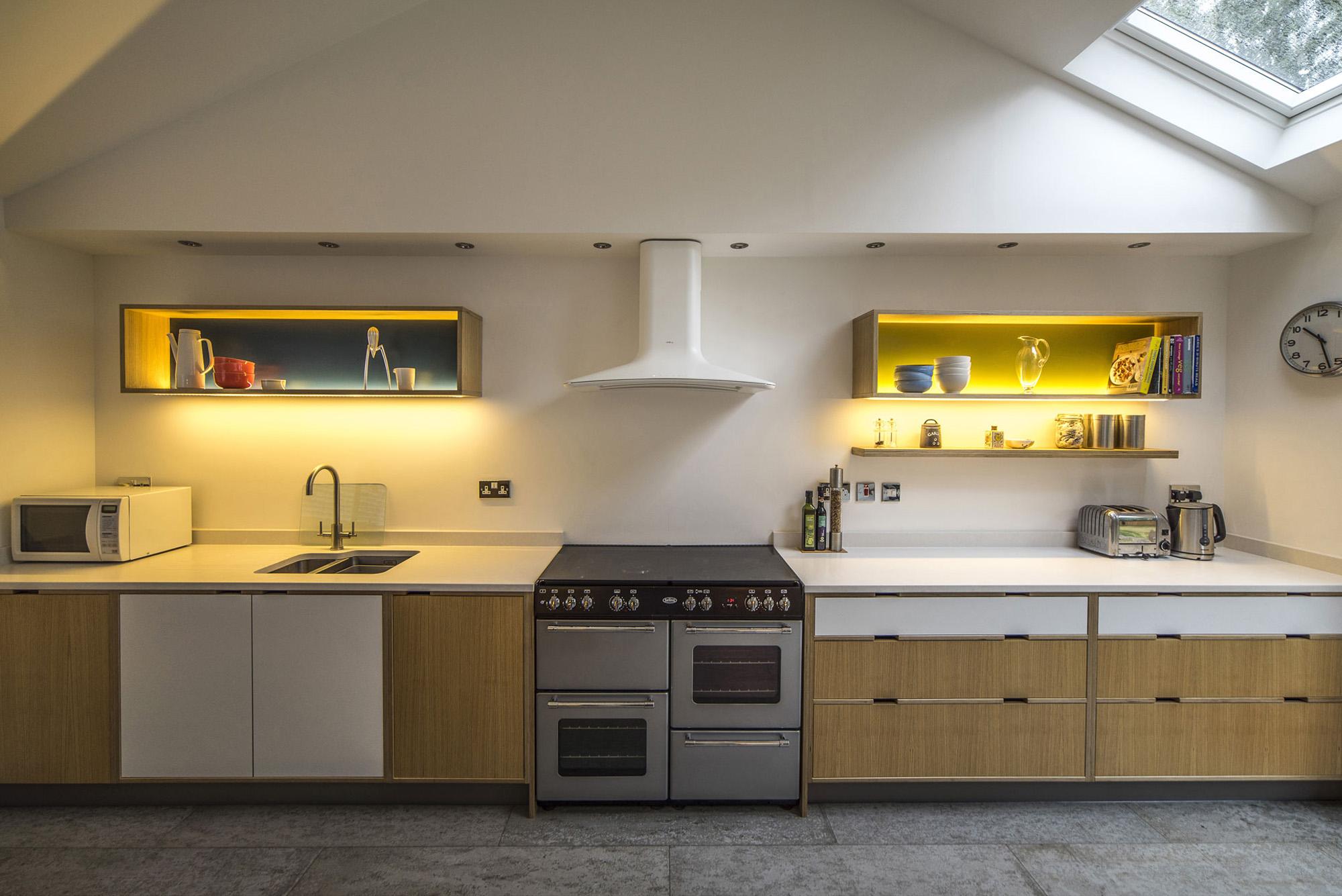Oak veneered kitchen - Open plan cooking