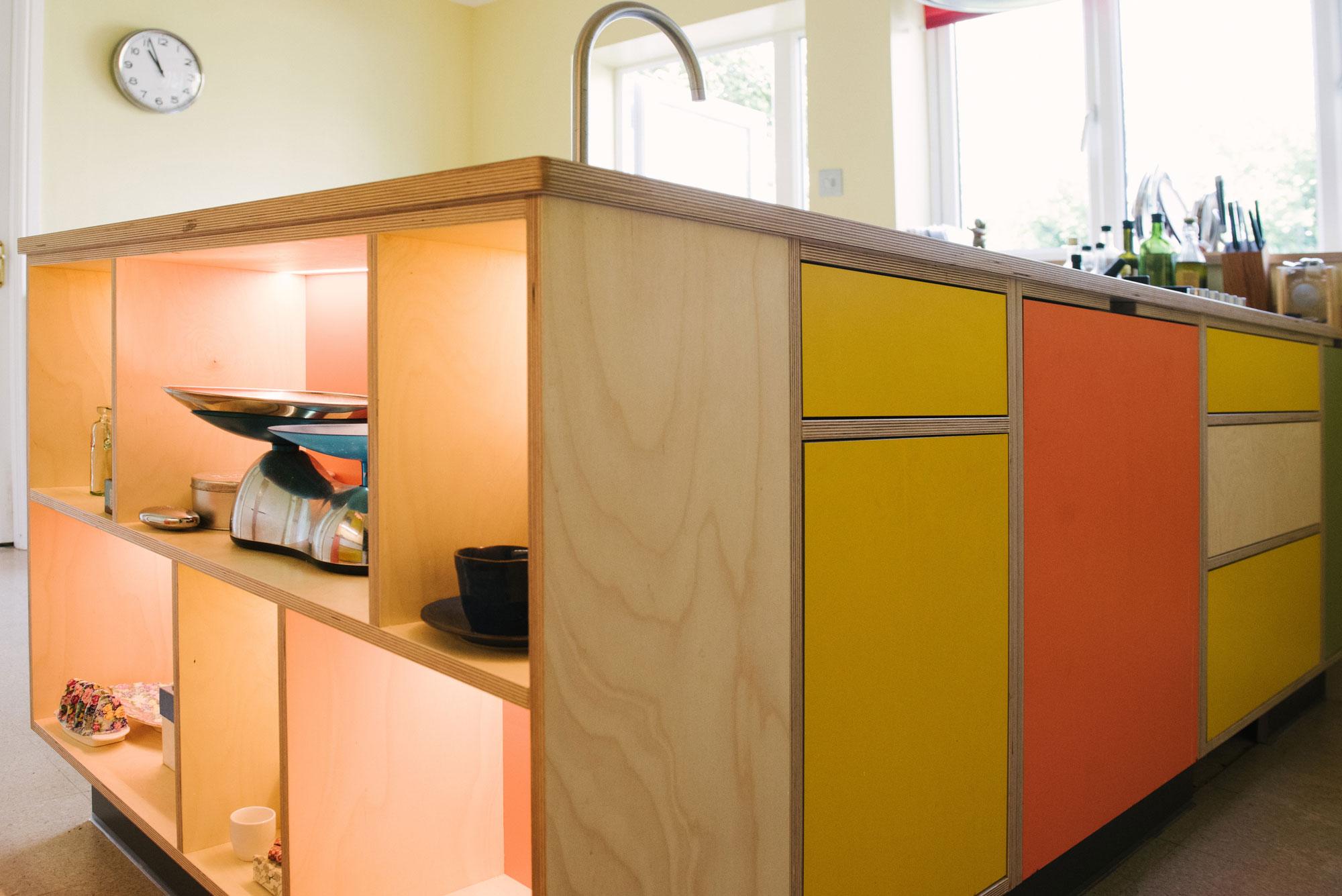 Handleless kitchen doors